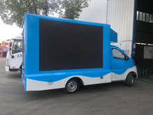 Foton 4*2 86hp LHD double-sided P4 color screen LED advertisement truck