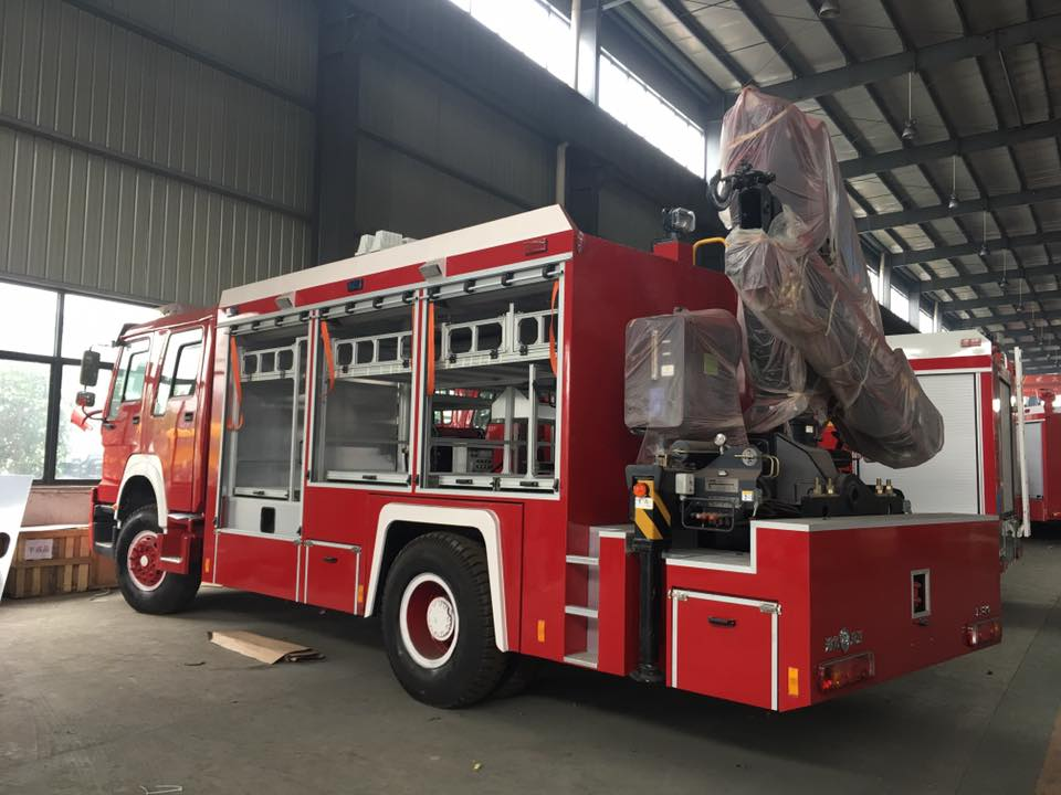 4x2 Japanese Brand 10T Knuckle Crane Fire Rescue Truck