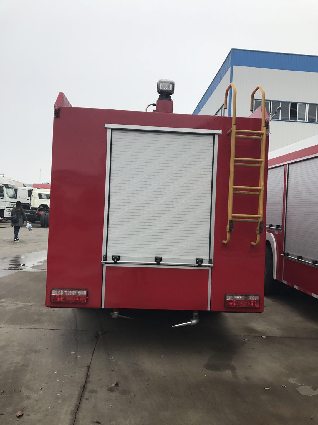 SINOTRUK HOWO 4X2 6m3 98hp Water And Foam Fire Fighting Truck